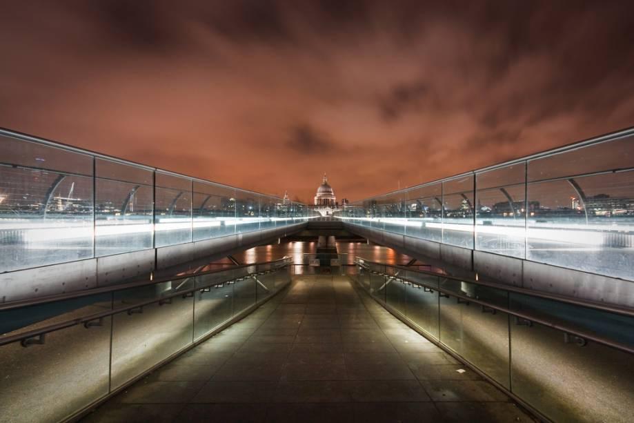 Catedral de São Paulo e Millennium Bridge, Londres