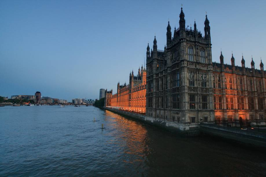 O projeto neogótico de Pugins e Barry do Rio Tamisa fez do Palácio de Westminster a última residência do Parlamento Britânico
