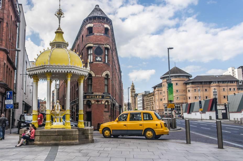A Fonte de Jaffé foi construída em frente ao shopping center Victoria Square e é um dos ambientes mais icônicos de Belfast.  Construída em 1874, foi transferida para outras partes da cidade.  Restaurado em 2008, voltou ao seu local de origem