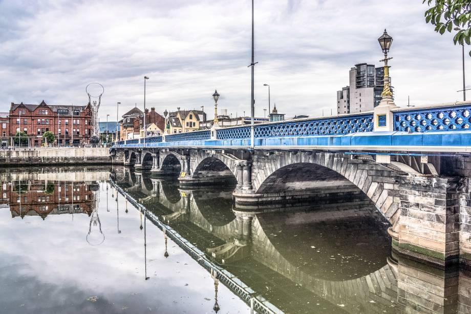 """Belfast, uma capital lá""""http://viajeaqui.abril.com.br/paises/irlanda-do-norte"""" rel =""""Irlanda do Norte""""> A Irlanda do Norte é pequena em comparação com outras grandes cidades do""""http://viajeaqui.abril.com.br/paises/reino-unido"""" rel =""""Reino Unido""""> Reino Unido.  As atrações culturais e a história fascinante, por outro lado, fascinam os visitantes"""" class=""""lazyload"""" data-pin-nopin=""""true""""/></div> <p class="""