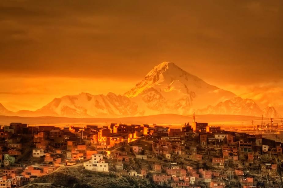 A capital da Bolívia foi construída em um vale no meio do Altiplano a uma altitude de 3660 metros