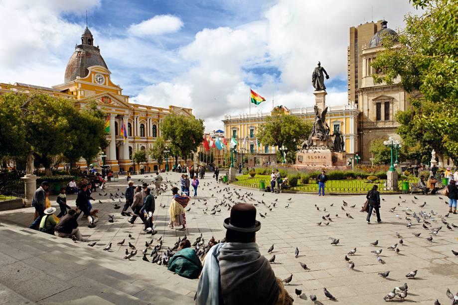 Cholas na Plaza Murillo, o marco zero da cidade