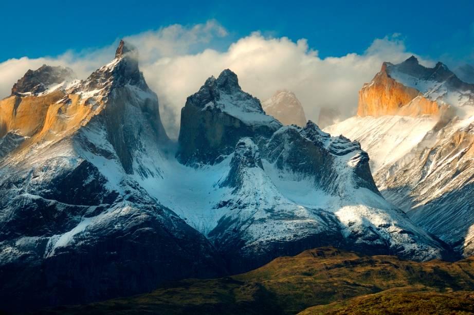 O cume do Monti del Paine é o pico do Paine Grande.  Embora muitas fontes mencionem acima de 3.000 metros acima do nível do mar, pesquisas recentes sugerem cifras entre 2.700 e 2.850 metros.  Apesar de ser uma das montanhas mais icônicas do país, as datas são inconclusivas