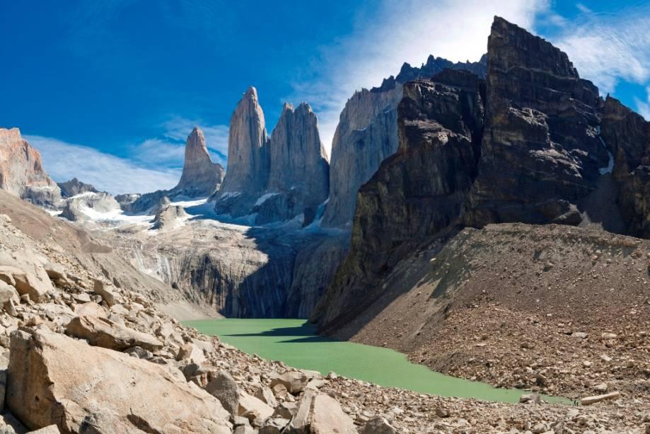 As torres de granito Monzino, Centrale e Di Agostini atingem uma altura de mais de 2.000 metros e constituem um dos cenários mais difíceis para escaladores de todo o mundo.  A rota para sua base é um dos programas mais populares do parque