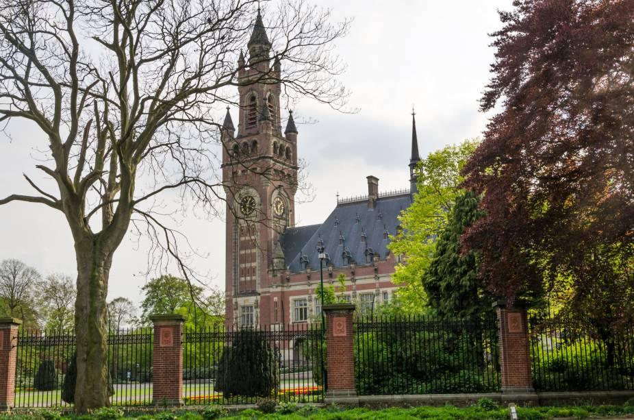Conhecido como a sede do direito internacional, o Palácio da Paz é um dos edifícios mais importantes de Haia e de toda a Holanda, pois é aqui a sede do Tribunal Internacional de Justiça