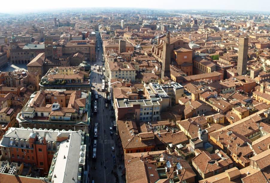 """Vista do centro de Bolonha a partir de""""http://viajeaqui.abril.com.br/estabelecimentos/italia-bolonha-atracao-le-due-torri"""" rel =""""Torres símbolo da cidade"""" Meta =""""_vazio""""><noscript><img data- src="""