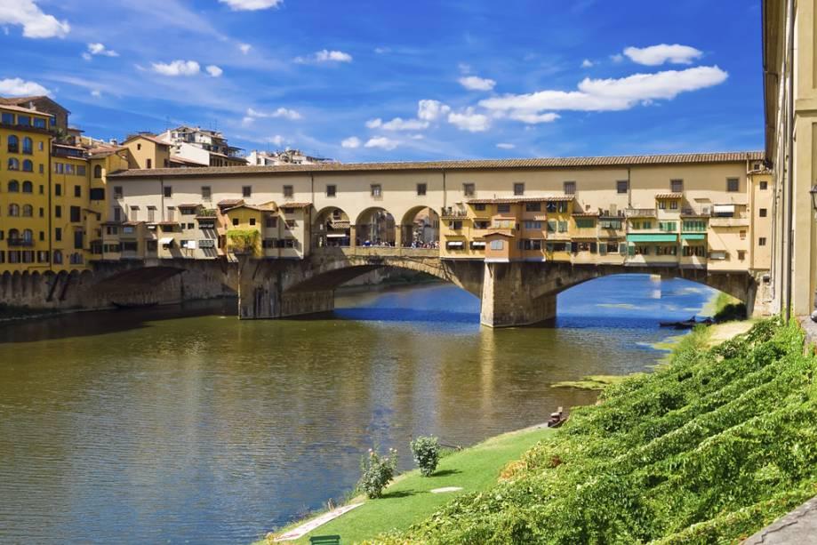 O prédio, construído em 1345, abrigava inicialmente peixarias e açougues.  No final do século XVI, tendo resolvido o problema da poluição do Arno, o Grão-duque Fernando I expulsou os habitantes e alugou a sala a ourives e joalheiros.