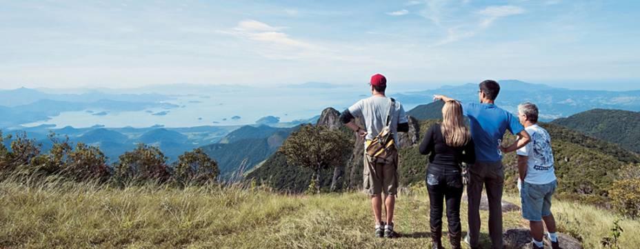 A subida íngreme de 2km é recompensada por uma esplêndida vista do cume da Pedra da Macela