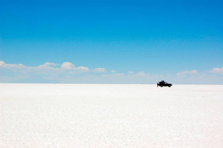 """O Salar de Uyuni, o maior sal marinho do mundo, é uma das grandes maravilhas naturais de""""http://viajeaqui.abril.com.br/paises/bolivia"""" rel =""""Bolívia"""" Meta =""""_vazio""""> Bolívia"""" class=""""lazyload"""" data-pin-nopin=""""true""""/></div> <p class="""