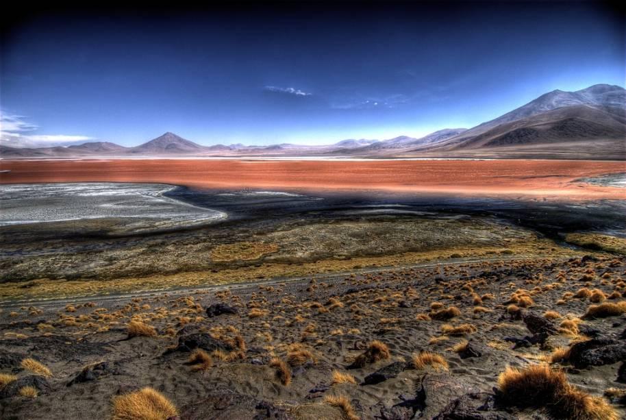 A Laguna Colorada no Altiplano boliviano é uma das principais atrações entre a região de San Pedro de Atacama e o Salar de Uyuni.
