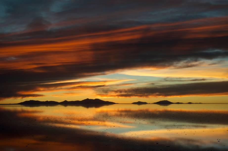 Ao pôr do sol, os turistas se sentam mais perto da estrela devido à altitude boliviana.  O céu geralmente é claro e oferece momentos mágicos de extrema luminosidade que dominam um horizonte que nunca acaba.  Obrigatório para quem viaja para o território boliviano