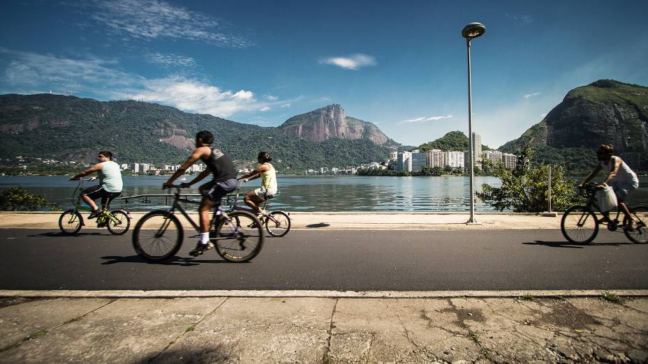 Atrás do Leblon, a Lagoa Rodrigo de Freitas é um dos lugares mais procurados do Rio de Janeiro para a prática de esportes na cidade maravilhosa