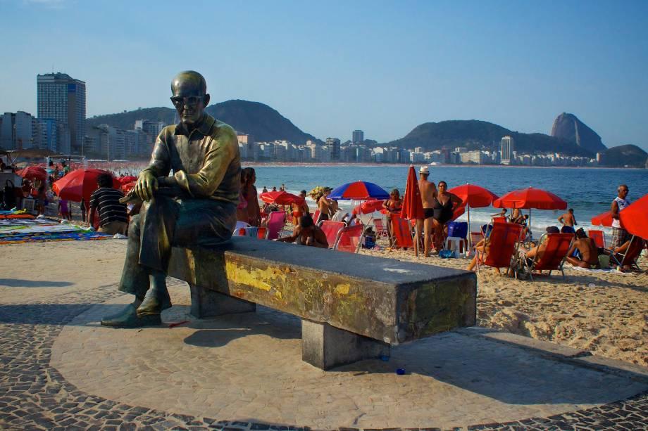 A estátua de Carlos Drummond de Andrade, juntamente com o Cristo Redentor, é um dos monumentos mais visitados (e fotografados) do Rio de Janeiro (RJ).