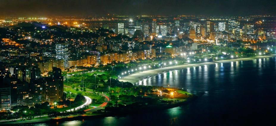 Vista aérea da barragem do Flamengo à noite