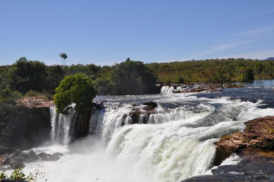 """A água está caindo""""https://turismo.to.gov.br/regioes-turisticas/encantos-do-jalapao/principais-atrativos/mateiros/cachoeira-da-velha/"""" Meta =""""_vazio"""" rel =""""Noopener""""><noscript><img data- src="""