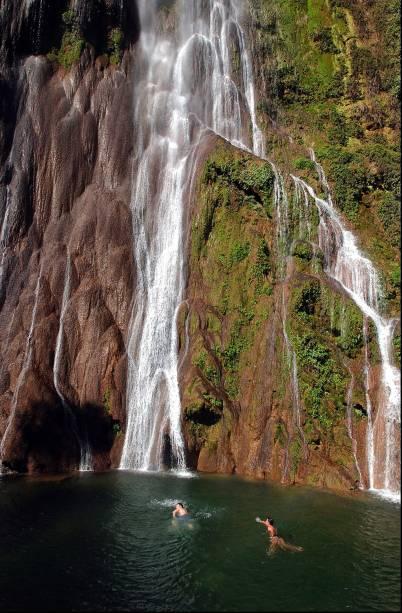 A cachoeira da Boca da Onça é a parte principal de uma caminhada de 3km que atravessa outras 10 cachoeiras da Serra da Bodoquena