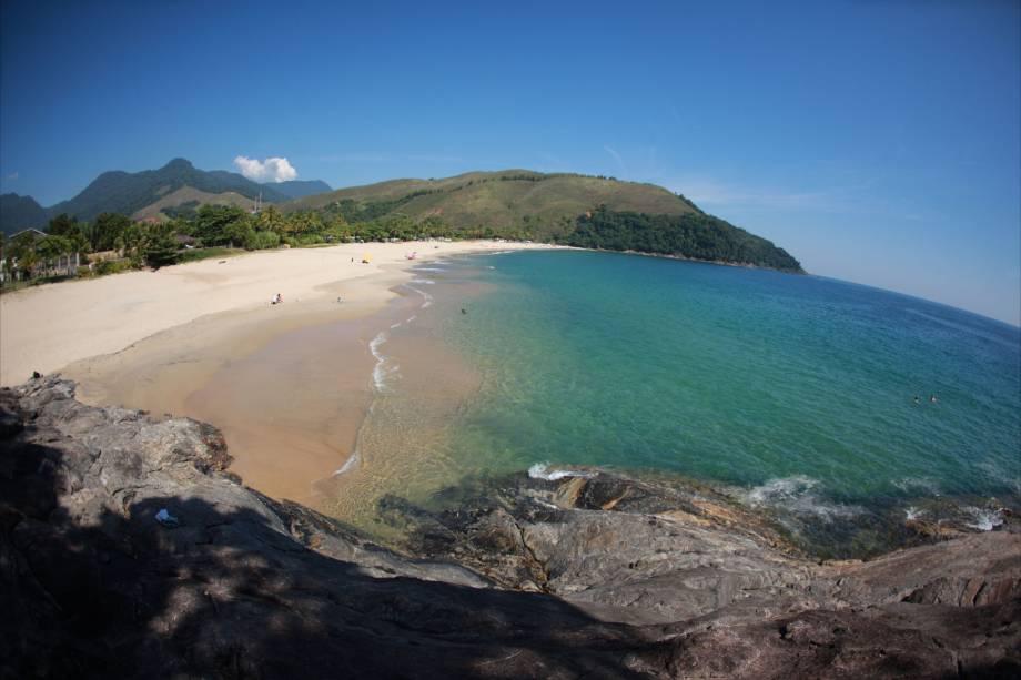Praia da Paúba em São Sebastião com clima tranquilo