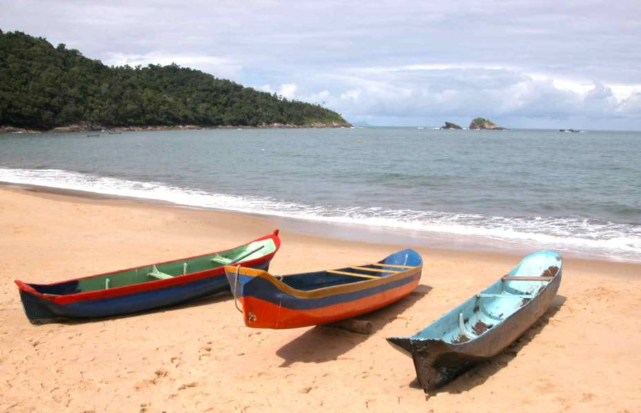 Praia de Toque-Toque Pequeno em São Sebastião com mar calmo