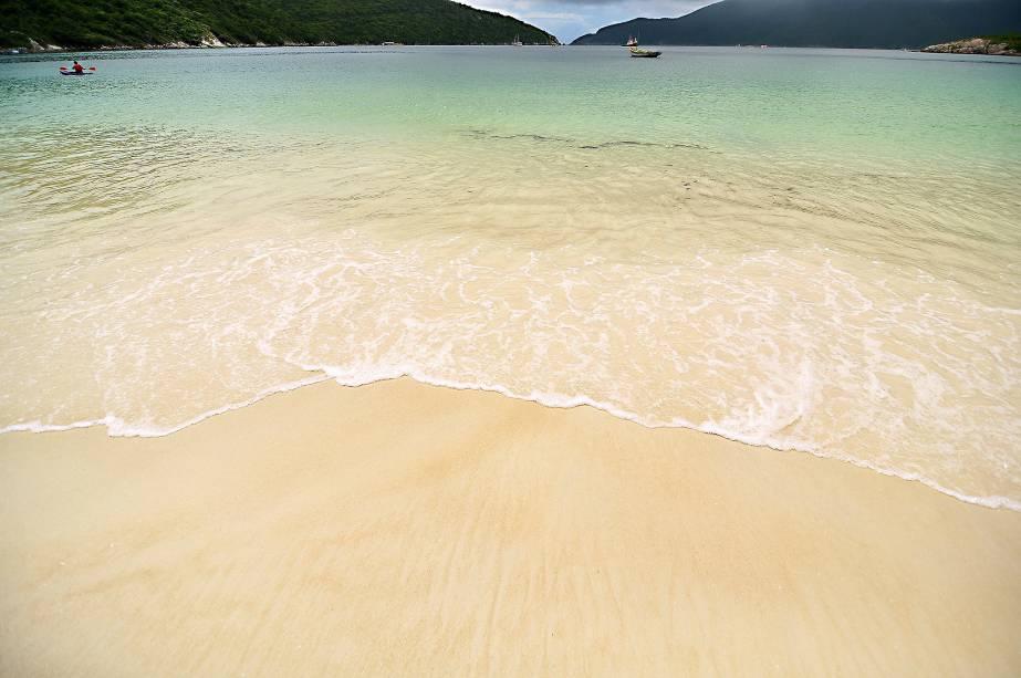 Areia Clara e Mar Transparente: Apesar da água fria, Arraial do Cabo não deixa de conhecer destinos populares no Caribe ou na Indonésia