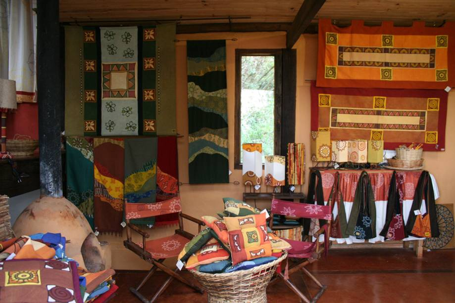 A boutique Nakawe, famosa por fazer roupas com tecidos tingidos à mão