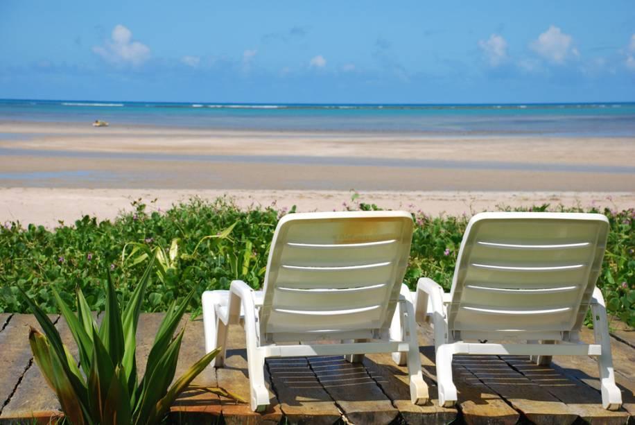 A praia do Porto da Rua é repleta de coqueiros e fica ainda mais bonita na maré baixa