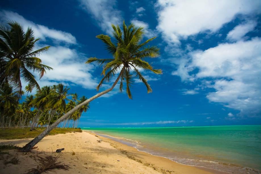 """Praia do Patacho.  Na maré baixa, você pode correr por milhas """"dano"""" e  as piscinas naturais que se formam"""