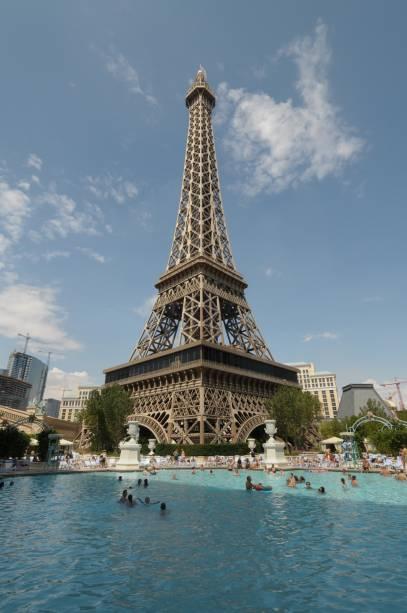 O hotel parisiense em Las Vegas tem uma réplica da Torre Eiffel adornando a fachada do local