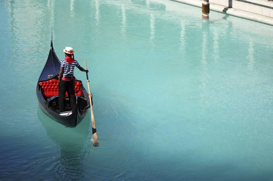 Canais venezianos percorrem o interior do resort, em alusão a Veneza, deixando qualquer visitante louco por um passeio de gôndola
