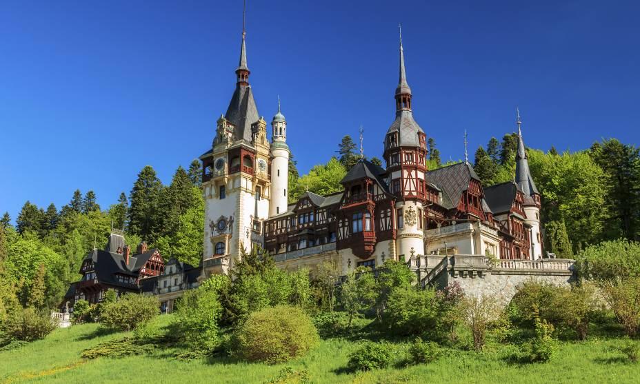 Vista do Castelo de Peles em Sinaia, Transilvânia