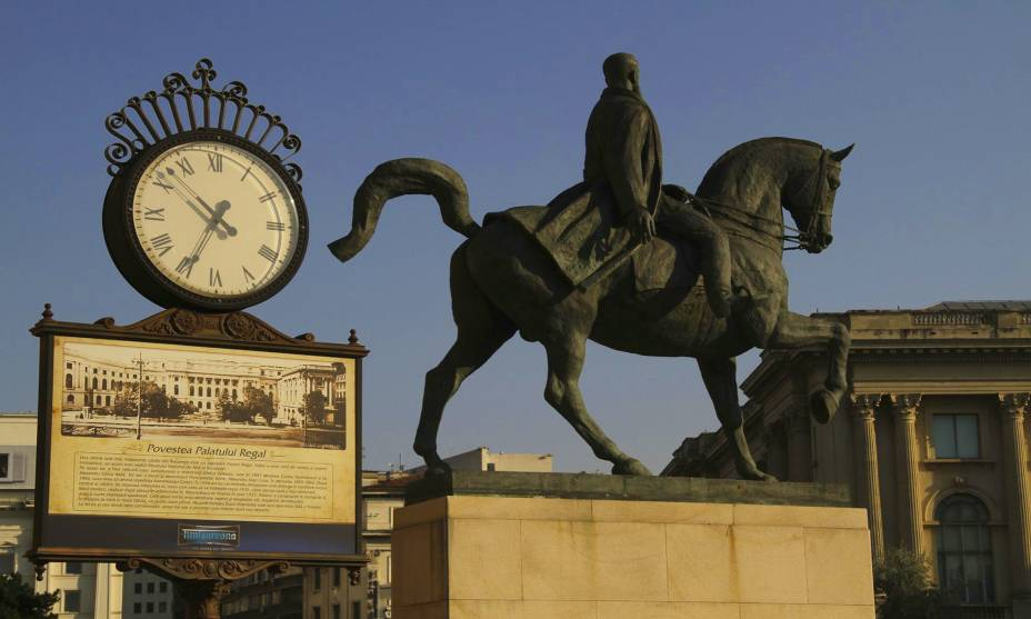 Memórias da história da Romênia podem ser encontradas nas praças e monumentos da capital