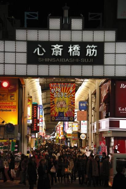O shopping Shinsaibashi-suji é o maior desse tipo no país, com 600 metros de comprimento