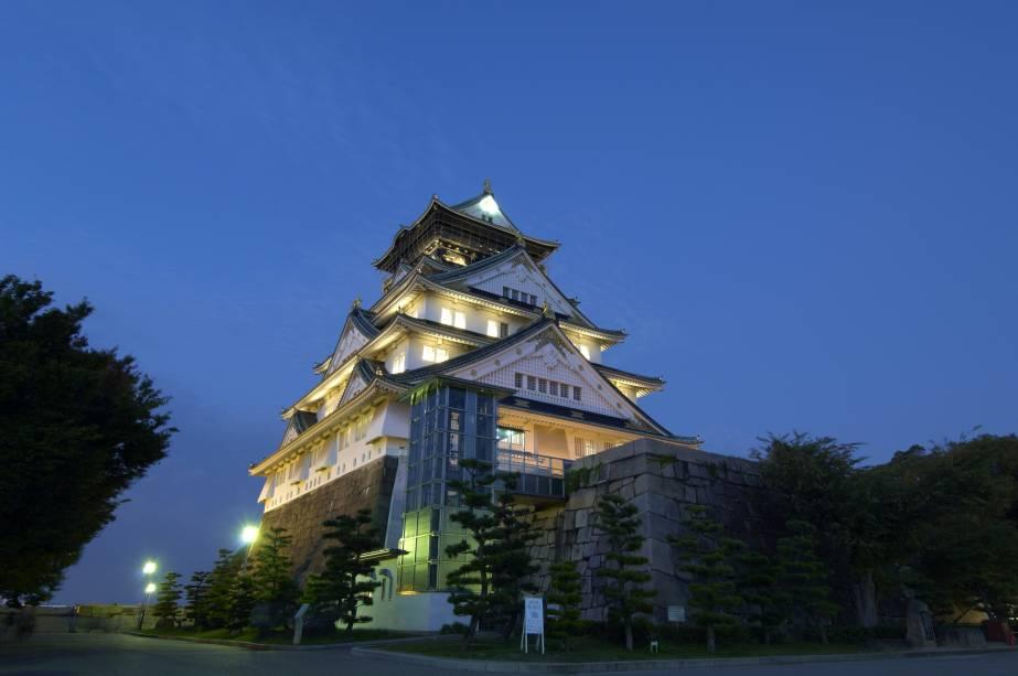 Castelo de Osaka à noite