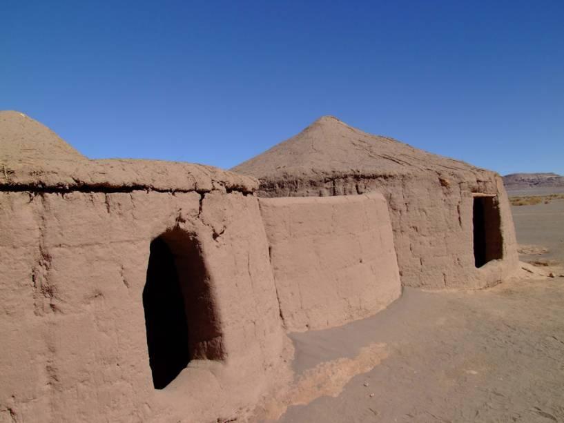 A Aldeia de Tulor é um sítio arqueológico onde, tal como as casas de terracota, encontram-se as ruínas de um povoado com mais de 3000 anos.