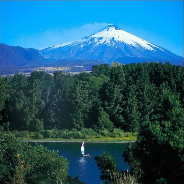 A grande estrela de Pucón é o vulcão Villarica, que entrou em erupção na década de 1990. Você pode escalar o gigante com seu próprio carro