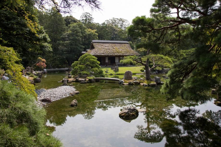 Os jardins são uma parte essencial da paisagem das casas japonesas e não são exceção na vila imperial de Katsura Rikyu