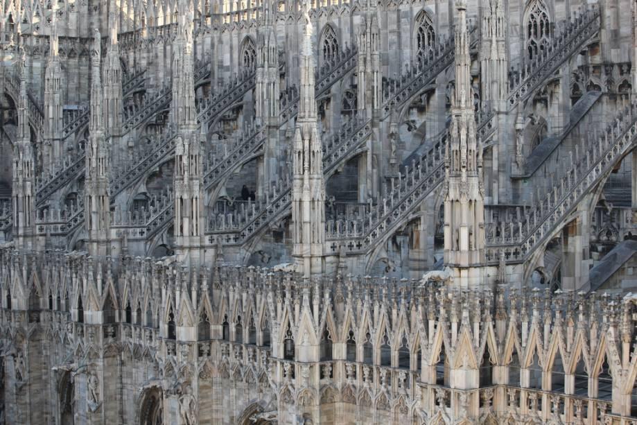Detalhes do sopé da Catedral de Milão
