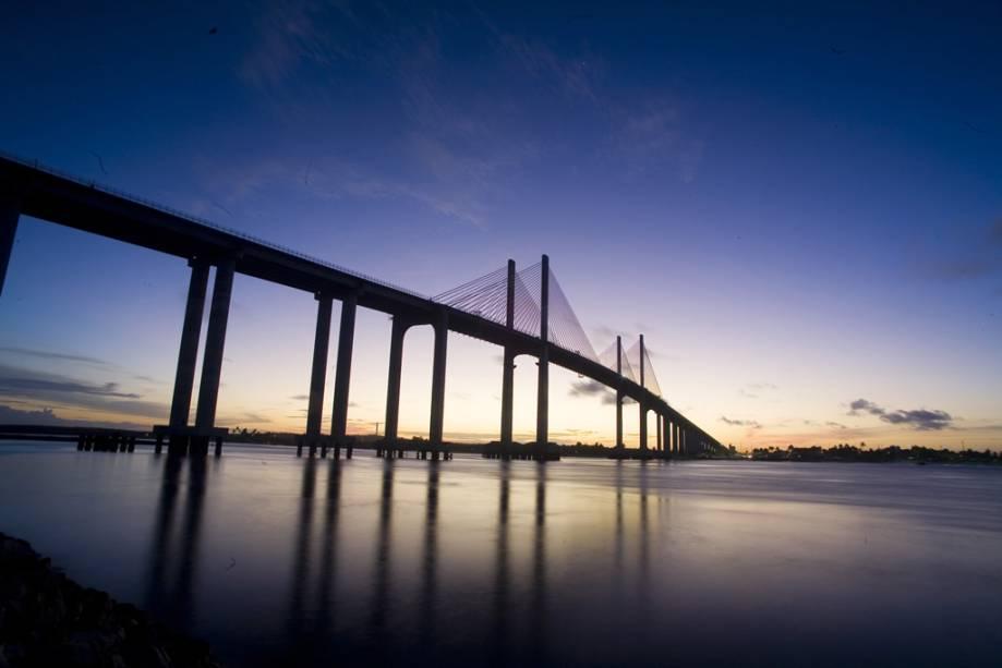 A Ponte Newton Navarro sobre o Rio Potengi, também conhecida como Ponte Forte-Redinha ou Ponte Nova