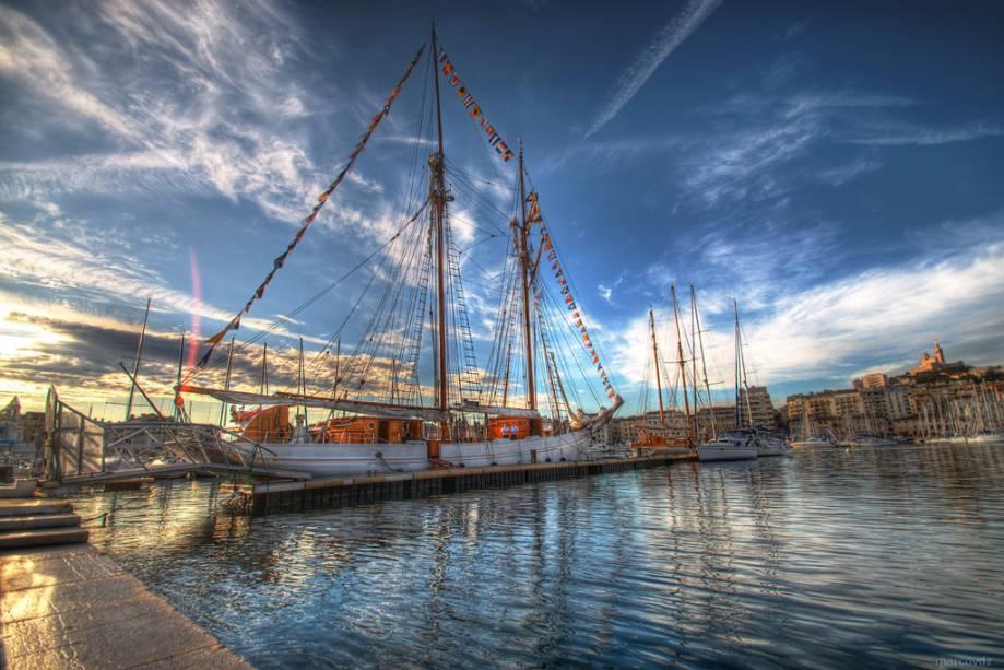 """Do mediterrâneo""""http://viajeaqui.abril.com.br/cidades/franca-marselha/"""" rel =""""Marselha""""> Marselha tem nada menos que 14 portos em uma costa de menos de 60 quilômetros"""" classe =""""carga preguiçosa"""" data-pin-nopin =""""verdadeiro""""/></div> <p class="""