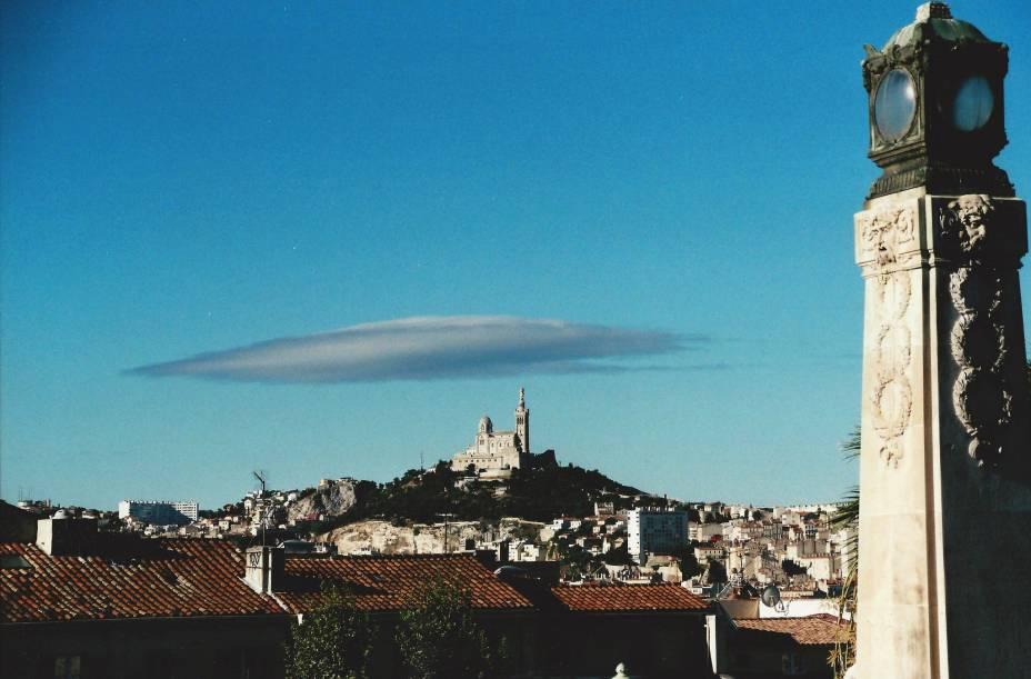 """Visão geral""""http://viajeaqui.abril.com.br/cidades/franca-marselha/"""" rel =""""Marselha""""> Marselha com a Catedral de Notre-Dame de la Garde ao fundo"""" classe =""""carga preguiçosa"""" data-pin-nopin =""""verdadeiro""""/></div> <p class="""