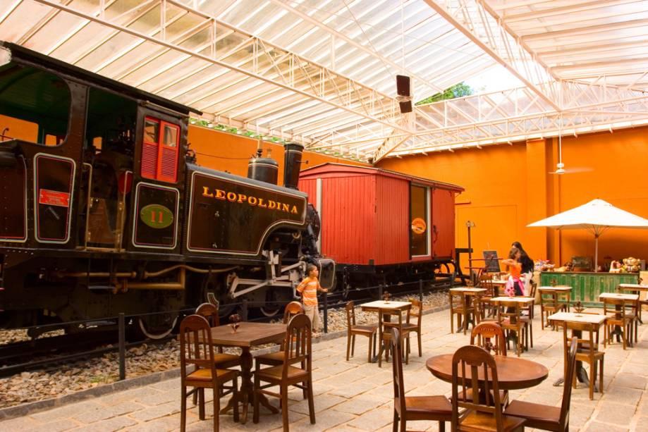 Locomotiva que fez o trecho Rio de Janeiro-Juiz de Fora na ferrovia Mauá, em exposição no Museu Imperial de Petrópolis, Rio de Janeiro