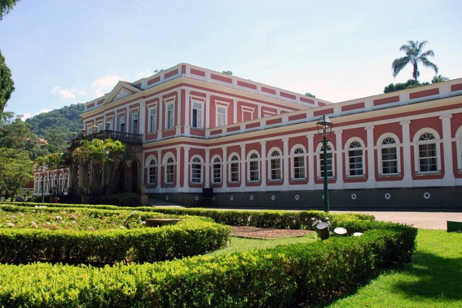 O Museu Imperial com fachada neoclássica foi construído no verão por Dom Pedro II como refúgio da família imperial