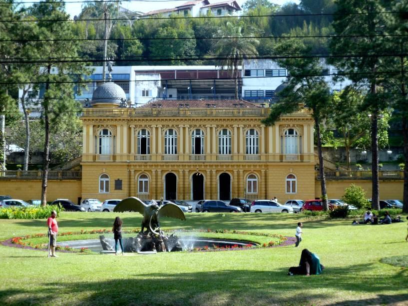 Petrópolis tem sido fria a maior parte do ano e refúgio da família real do calor e dos piolhos do Rio de Janeiro.  e hoje é um paraíso para quem não agüenta o verão na cidade maravilhosa