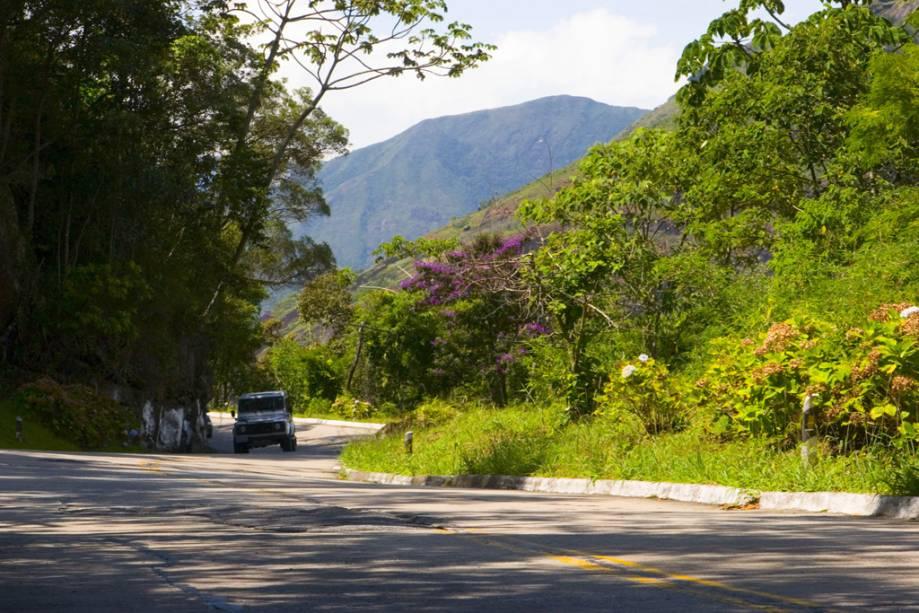 Trecho da rodovia que liga Petrópolis a Teresópolis, no Parque Nacional da Serra dos Órgãos
