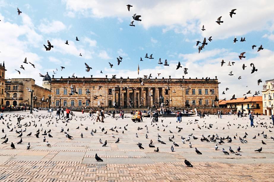 O palácio do congresso (e os pombos) na Plaza de Bolívar