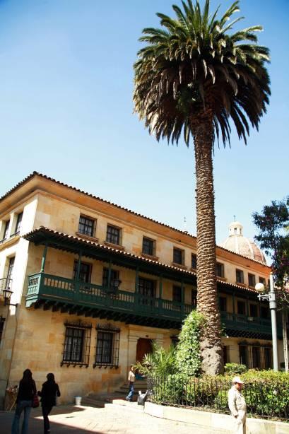 As construções coloniais do bairro La Candelaria, no centro histórico da cidade, foram restauradas e merecem a atenção do visitante