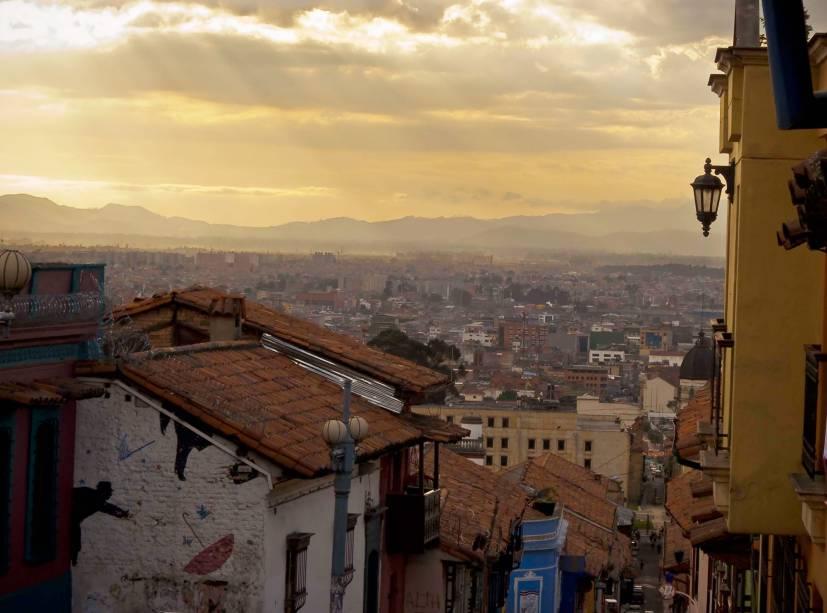 No final da tarde em La Candelaria, a região histórica de Bogotá e uma das principais atrações turísticas