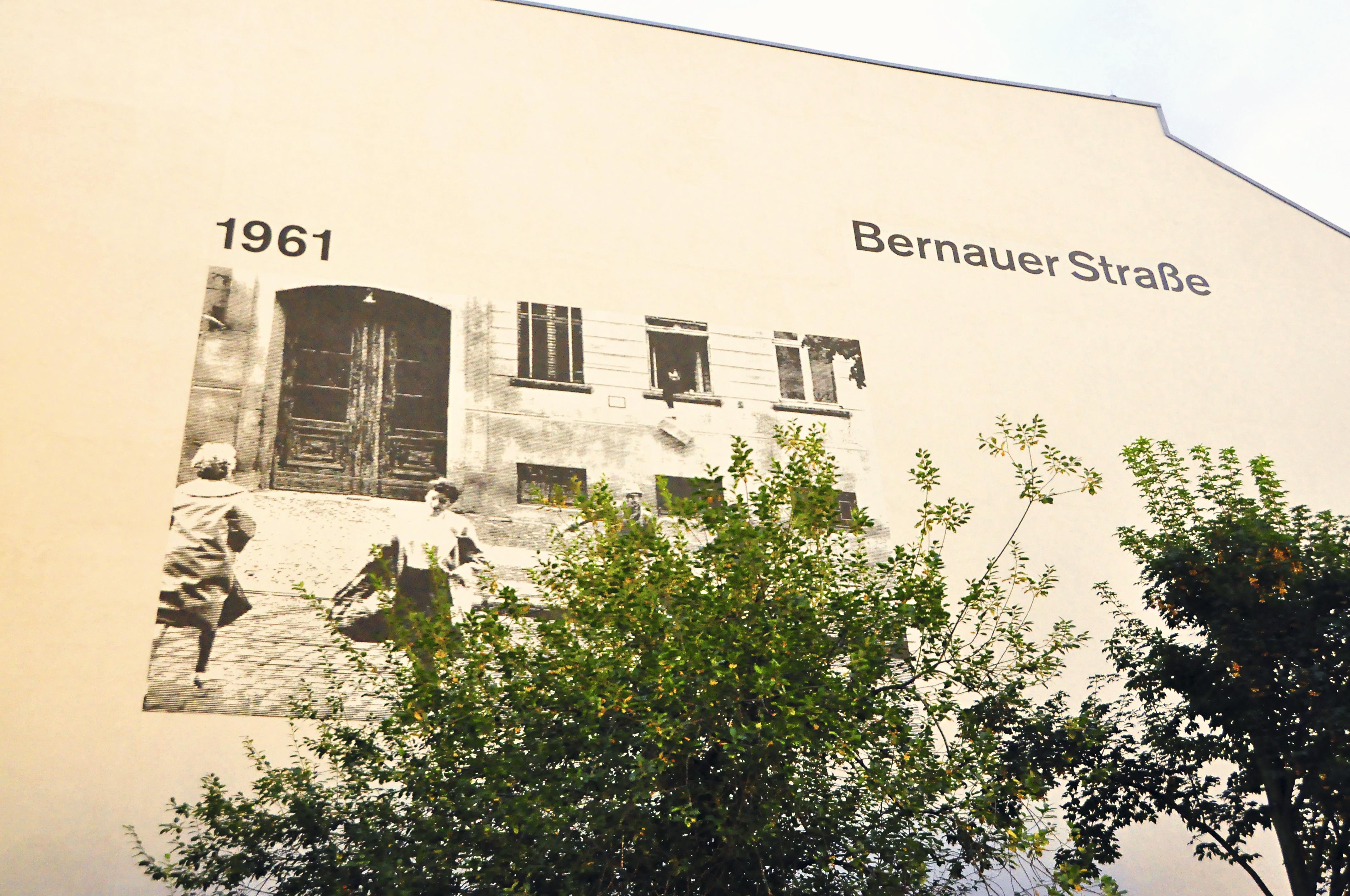 Placa no monumento ao Muro de Berlim, Alemanha