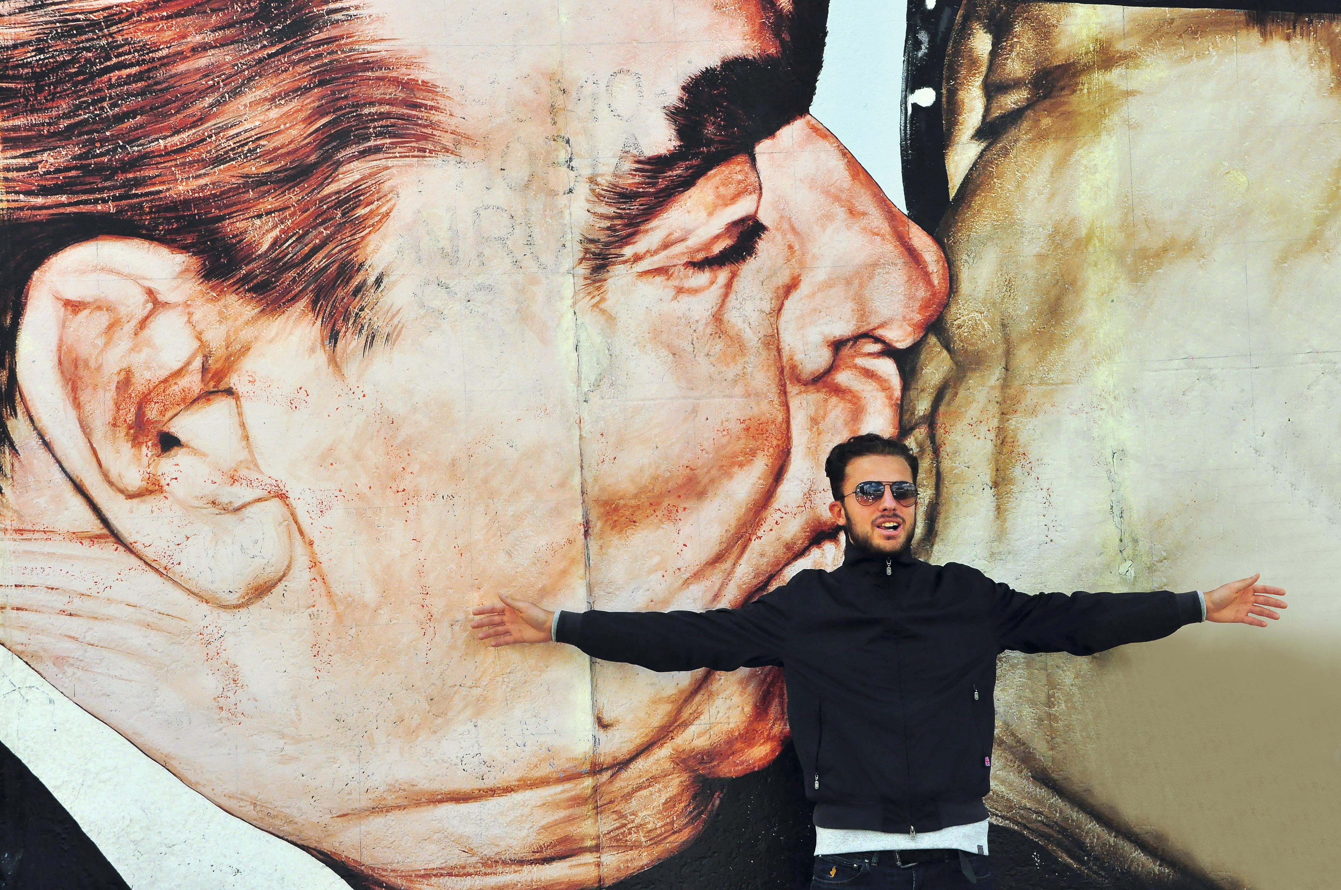 Beijo de Honecker com Brezhnev na East Side Gallery em Berlim