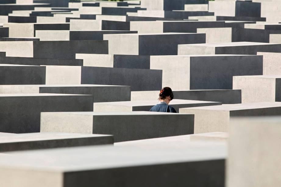 O Memorial aos Judeus Mortos da Europa, também conhecido como Memorial do Holocausto, está localizado entre o Portão de Brandemburgo e a Potsdamer Platz
