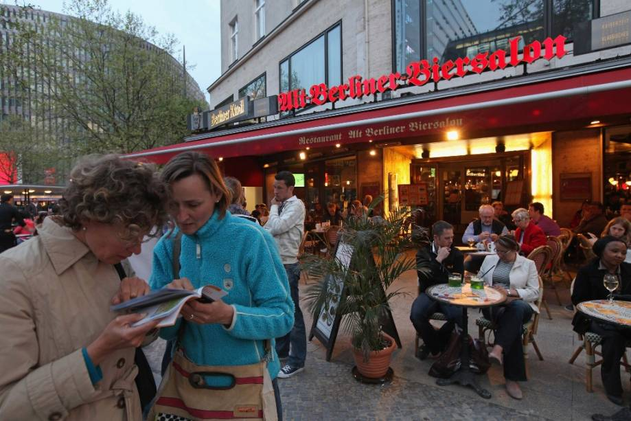 Kurfurstendamm Allee, popularmente conhecida como Kudamm, é uma das mais animadas de Berlim, repleta de restaurantes e bares